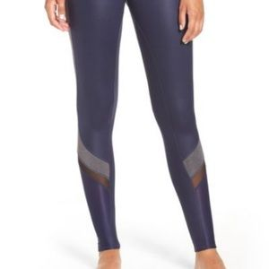 ALO Elevate Legging in Navy blue, black and gray
